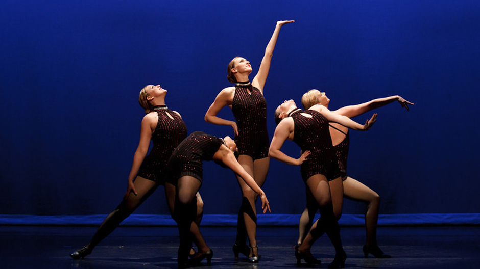 a review of modern dance since 1890 In american culture, choreographers/dance studios/competitions often confuse contemporary dance with lyrical dance and it annoys me to no end contemporary dance is not modern, nor is it lyrical it is it's own, original category for me, it is th.